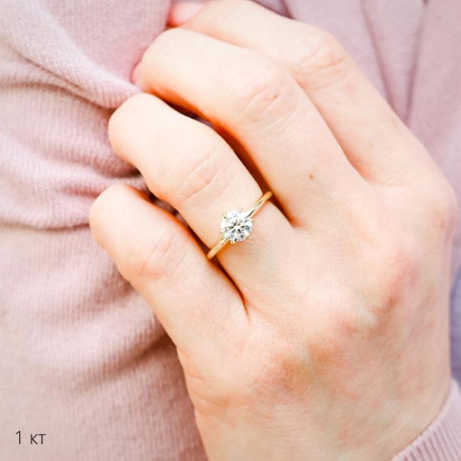 Классическое кольцо с бриллиантом 1 карат из розового золота