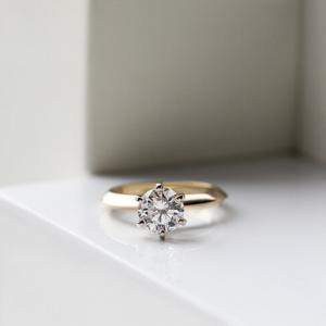 Кольцо с бриллиантом 0.55 кт из желтого золота 750 пробы - Фото 3
