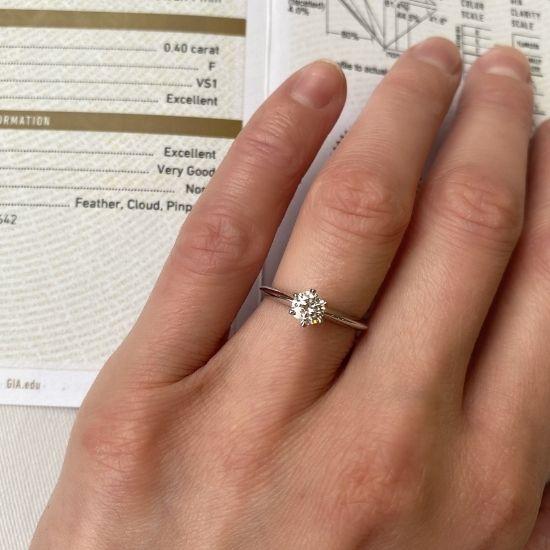 Классическое кольцо с круглым бриллиантом 0.40 карата,  Больше Изображение 2