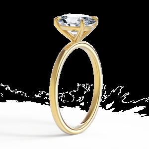 Кольцо из золота с овальным бриллиантом