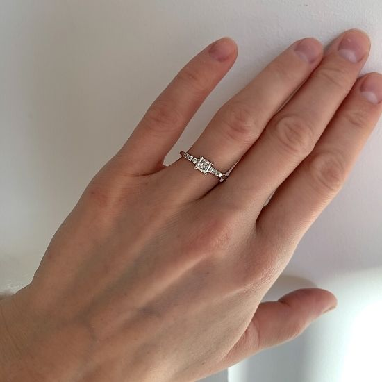 Кольцо с бриллиантом принцесса в центре,  Больше Изображение 7