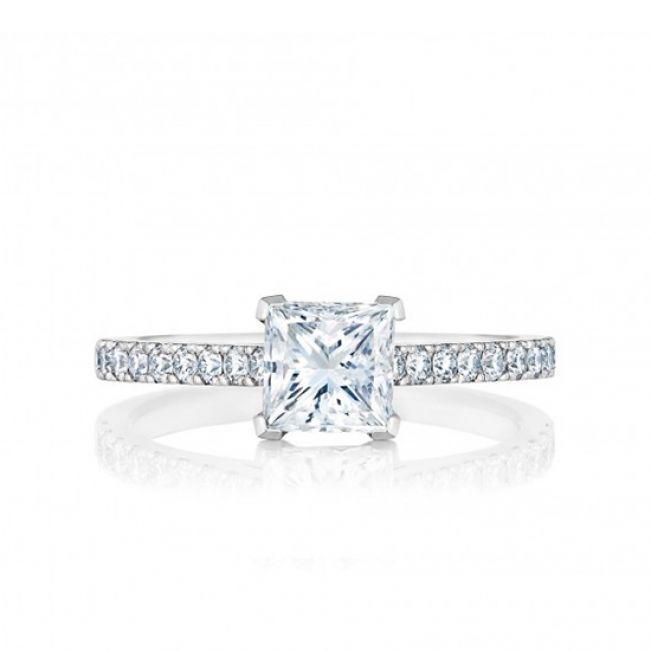 Кольцо с бриллиантом принцесса и дорожкой по бокам