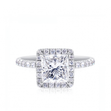 Классическое кольцо с бриллиантом Принцесса в паве