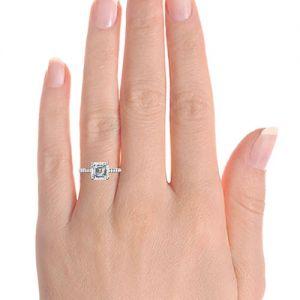 Кольцо с центральным бриллиантом огранки ашер и мелкими бриллиантами