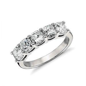 Кольцо с 5 бриллиантами огранки кушон