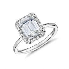 Кольцо с бриллиантом изумрудной огранки в ореоле