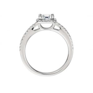Кольцо с бриллиантом огранки ашер в ореоле