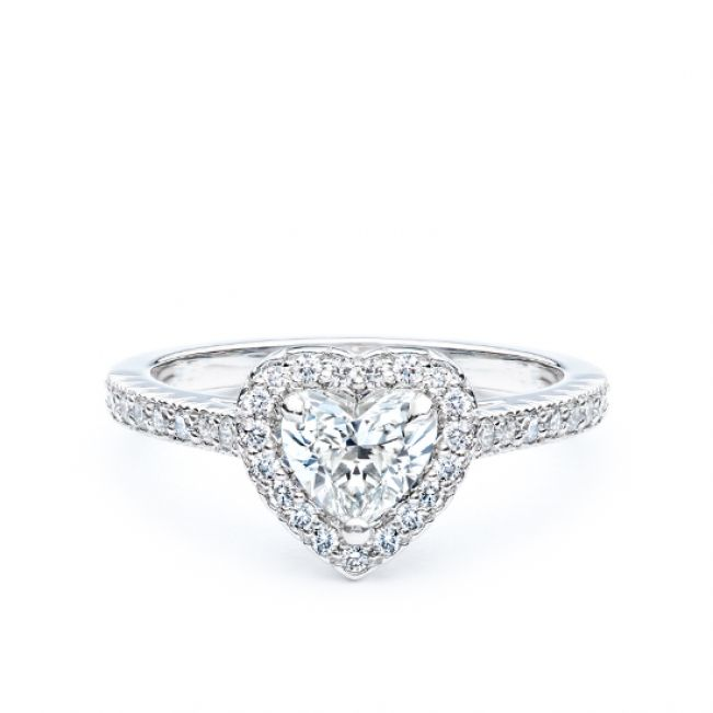 Кольцо с бриллиантом сердце в обсыпке