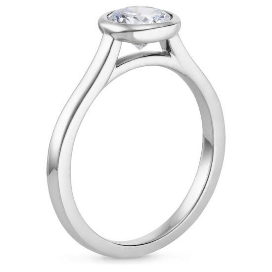 Кольцо скруглым бриллиантом в глухой закрепке,  Больше Изображение 2