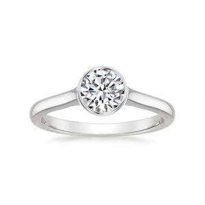 Кольцо скруглым бриллиантом в глухой закрепке
