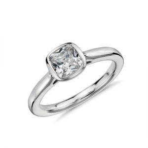 Кольцо с бриллиантом огранки кушон
