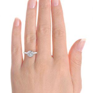 Кольцо с бриллиантом Кушон в золоте