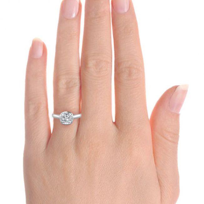 Кольцо с бриллиантом Кушон в глухой закрепке