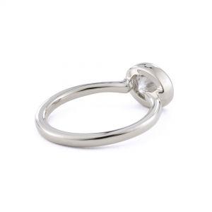 Кольцо с овальным бриллиантом в глухой закрепке