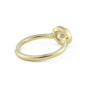 Кольцо из золота с горизонтальным овальным бриллиантом