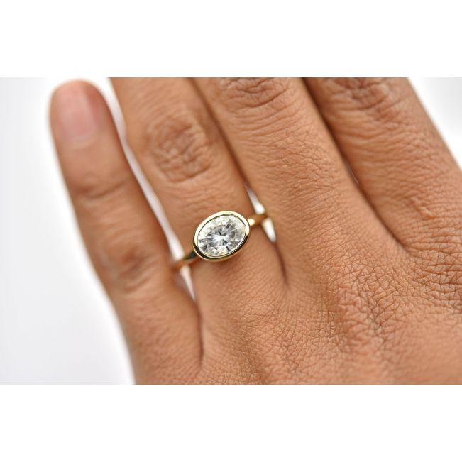 Кольцо с горизонтальным овальным бриллиантом - Фото 2