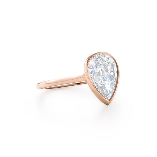 Кольцо с бриллиантом огранки груша,  Больше Изображение 2