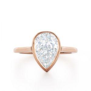 Кольцо с бриллиантом огранки груша
