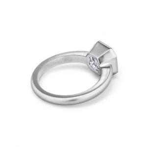 Кольцо с бриллиантом огранки ашер 2.5 карата