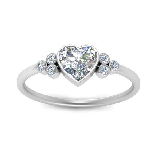 Кольцо с бриллиантом огранки Сердце и 3 боковыми бриллиантами,  Больше Изображение 2