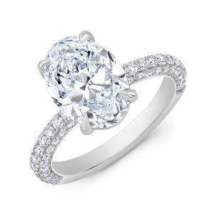 Кольцо с бриллиантом овал и тройное паве