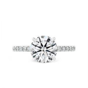 Кольцо с круглым бриллиантом и мелкими камнями на шинке