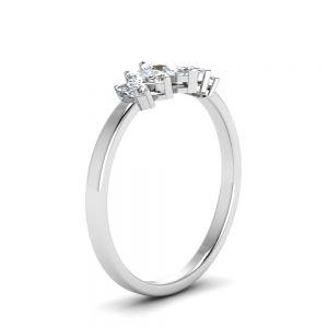 Кольцо с 5 бриллиантами формы Маркиз