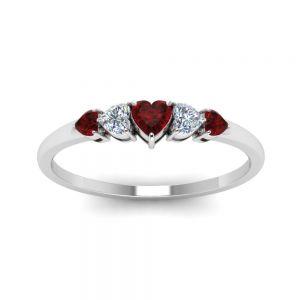 Кольцо с бриллиантами и рубинами в форме сердца