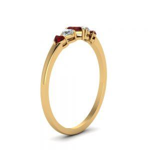 Кольцо с бриллиантами и рубинами Сердцами
