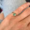 Стильное кольцо с изумрудом из желтого золота, Изображение 3