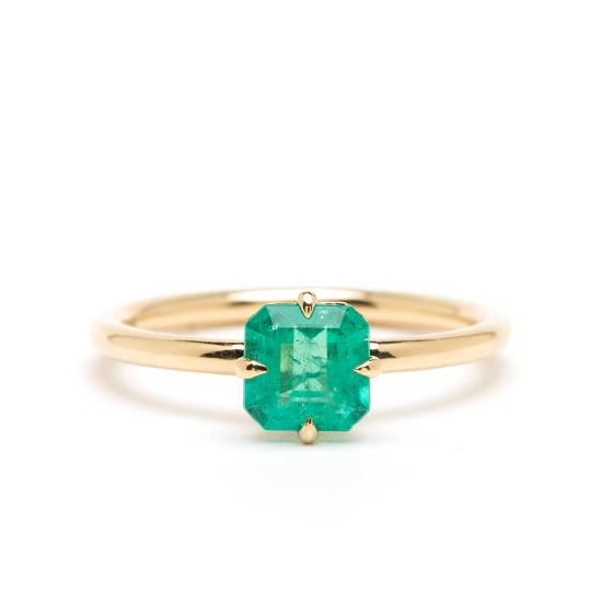 Кольцо с изумрудом из желтого золота, Больше Изображение 1
