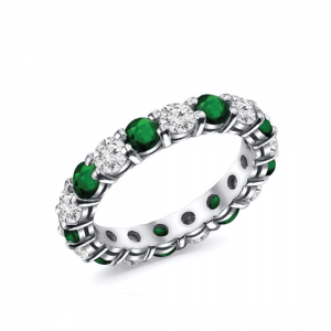 Кольцо дорожка с бриллиантами и изумрудами по кругу
