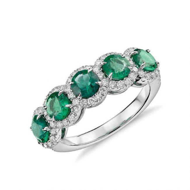 Кольцо с 5 изумрудами в бриллиантовых ореолах