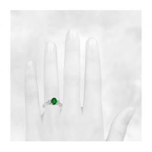 Кольцо с изумрудом и двумя бриллиантами
