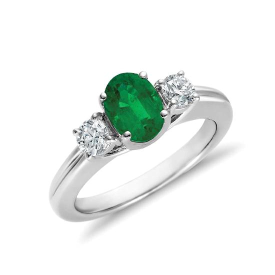 Кольцо с изумрудом и двумя бриллиантами, Больше Изображение 1