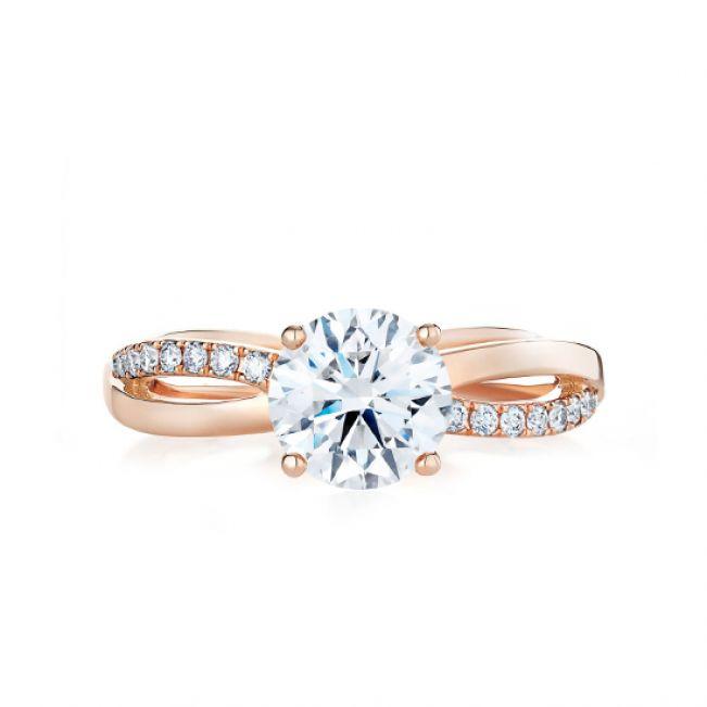 Кольцо с бриллиантом 0.50 карат и дорожкой Твист