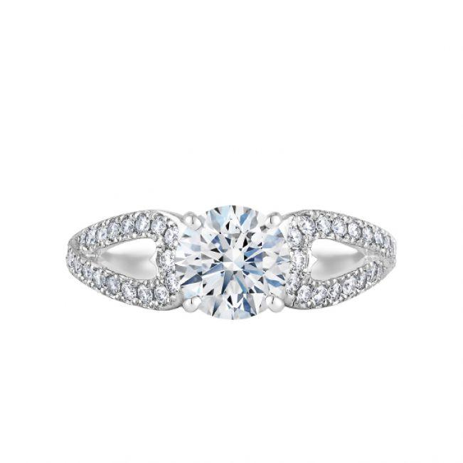 Кольцо с бриллиантом и лепестками паве
