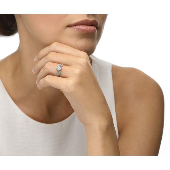 Кольцо с бриллиантом и веточками из бриллиантов по бокам,  Больше Изображение 4