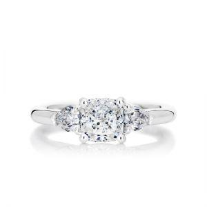 Кольцо с 3 бриллиантами - огранки кушон