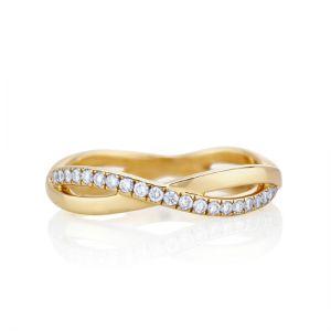 Кольцо золотое бесконечность с дорожкой из бриллиантов