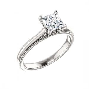 Кольцо с бриллиантом Принцесса и декором по бокам