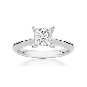 Классическое кольцо с бриллиантом огранки принцесса