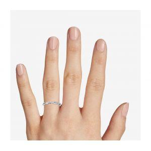 Перекрученное кольцо дорожка с белыми бриллиантами