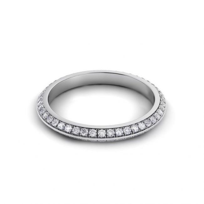 Тонкое кольцо с бриллиантами по кругу в два ряда