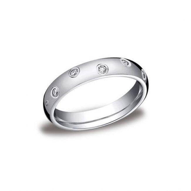 Обручальное кольцо с заотичной россыпью бриллиантов