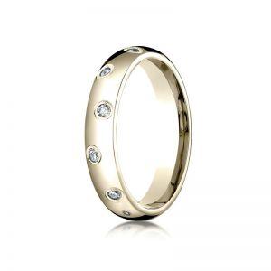 Обручальное кольцо с белыми бриллиантами