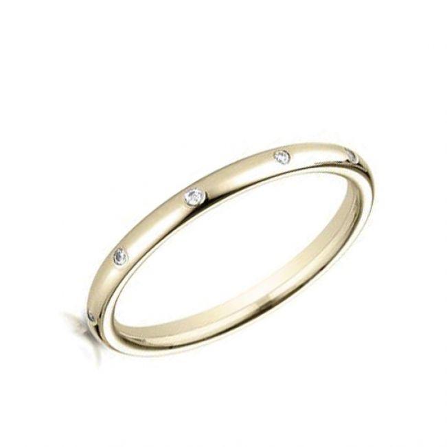 Тонкое обручальное кольцо с белыми бриллиантами