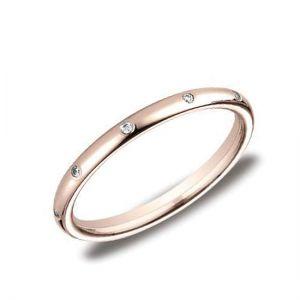 Тонкое обручальное кольцо с россыпью бриллиантов