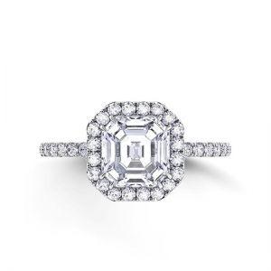 Кольцо с центральным бриллиантом в ореоле и с дорожкой