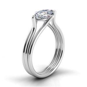 Дизайнерское кольцо с центральным бриллиантом огранки маркиз